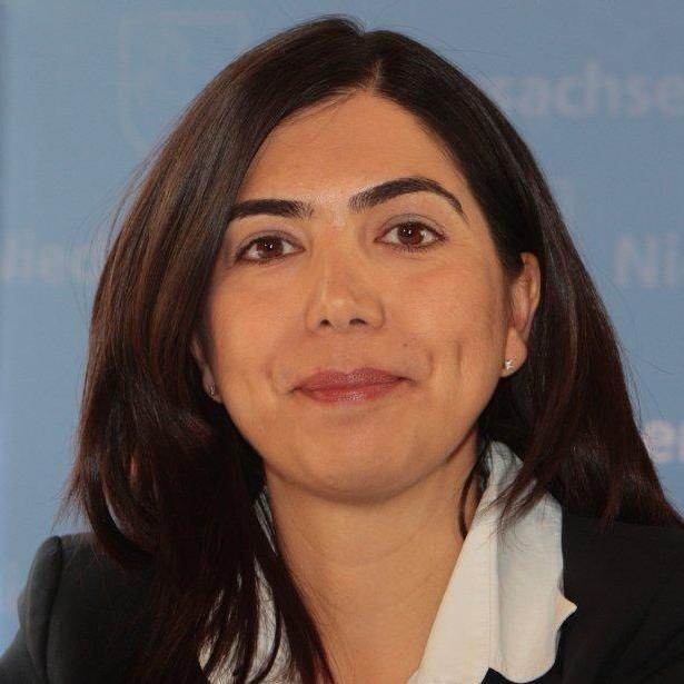 miniszter asszony